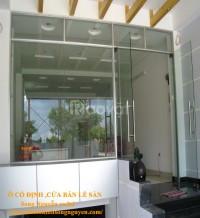 Phòng tắm kính, cửa kính