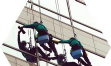 Tuyển công nhân lau kính trên cao