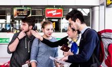 Bán vé máy bay có nhân viên đưa đón tại sân bay