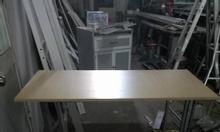 Tanh lý bàn làm việc chân sắt không sơn tĩnh điện