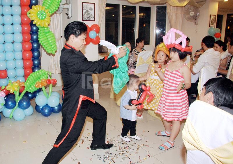 Biểu diễn xiếc ảo thuật cho tiệc sinh nhật