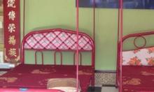 Giường ngủ bằng sắt giá rẻ