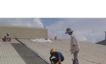 Thợ chuyên lắp đặt mái tôn