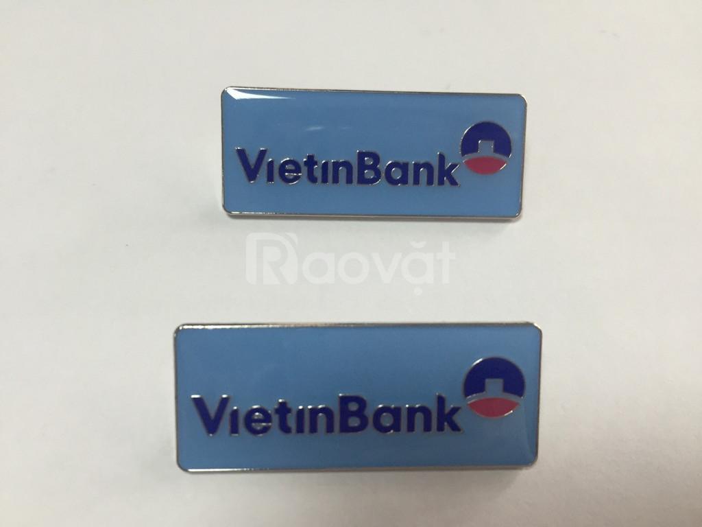 Sản xuất Pin cài áo và thẻ tên nhân viên