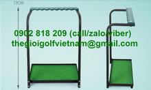 Giá để gậy golf kèm cỏ nhân tạo