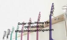 Đàn guitar màu gỗ thông