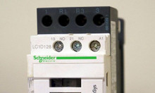 Khởi động từ LC1D12 cuộn hút 220v Schneider có sẵn