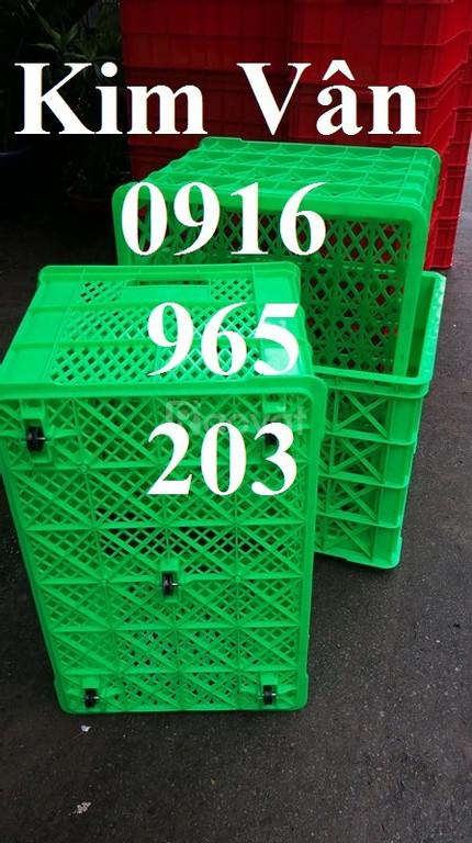 Sọt nhựa dẻo 5 bánh xe, sóng nhựa kéo hàng 5 bánh xe tại Củ Chi