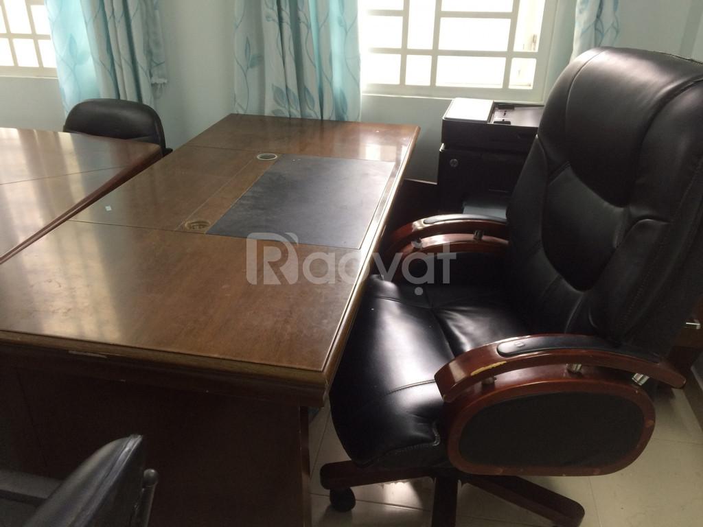 Thanh lý bàn ghế giám đốc và bàn họp cũ