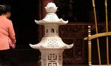 Đèn đá dùng trong đình chùa