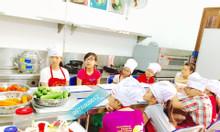 Khóa học nấu ăn hè cho trẻ em