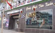 Nhân viên nữ phục vụ quán hát karaoke có chỗ ở đi làm ngay