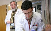 Học chuyển đổi từ dược sỹ sang y sỹ đa khoa ở đâu ?
