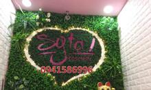 Bảng hiệu cỏ nhân tạo, bảng hiệu cây lá giả, backdrop cỏ cây lá nhựa