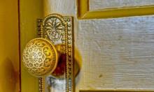 Thay khóa cửa gỗ tại nhà chuyên nghiệp