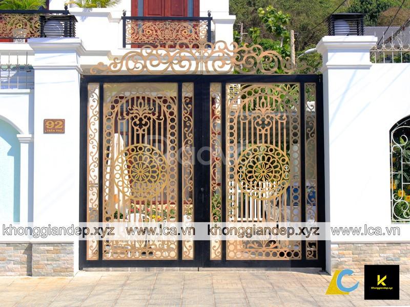 Những mẫu cổng sắt nhà đẹp dành cho nhà phố biệt thự
