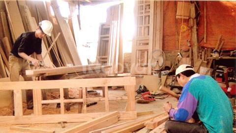 Thợ mộc chuyên sửa đồ gỗ, nhận chuyển nhà, văn phòng tại Hà Nội