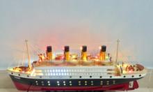 Mô hình tàu Titanic gỗ sơn có đèn led