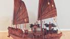 Mô hình thuyền Hạ Long gỗ tự nhiên kích thước nhỏ 40cm (ảnh 1)