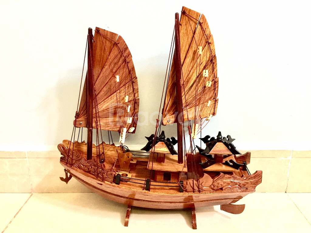 Mô hình thuyền Hạ Long gỗ tự nhiên kích thước nhỏ 40cm (ảnh 4)