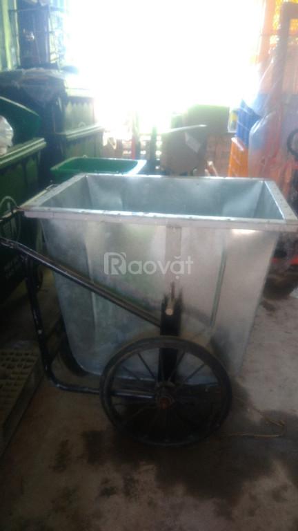Gỗ thông nhập khẩu, xe nâng, thùng rác tại Đà Nẵng