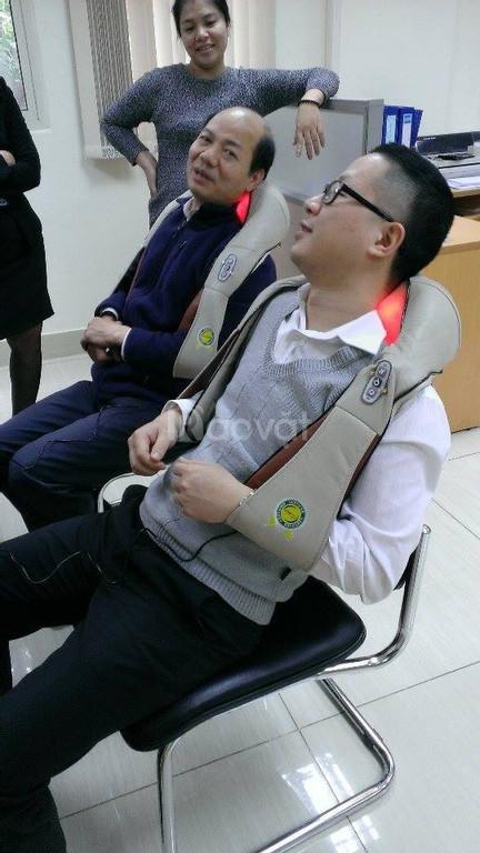 Máy massage giảm đau Nhật Bản, đai mát xa vai gáy cổ hình khăn