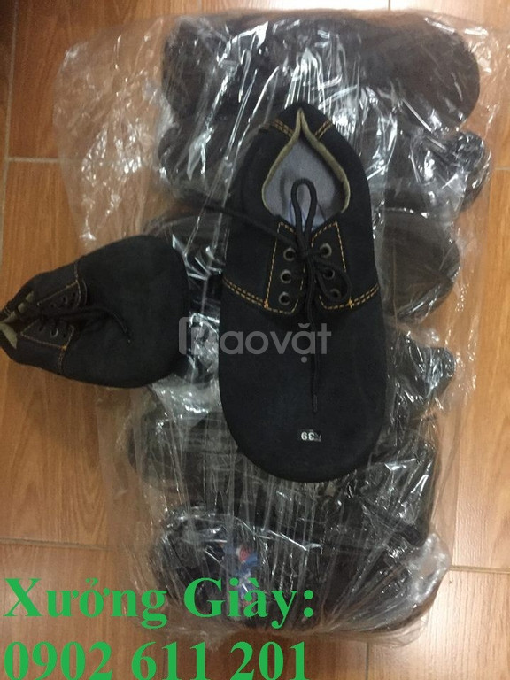 Xưởng giày chuyên:  giày đá cầu, giày mỏ vịt