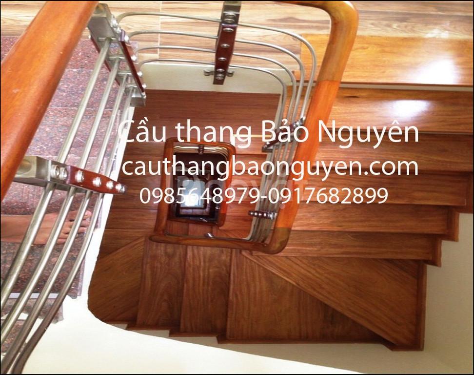 Bán gấp tay vịn lan can cầu thang gỗ lim