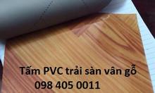 Thảm nhựa vân gỗ trải phòng khách hàng Việt Nam