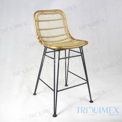 Ghế sắt mỹ nghệ đan dây nhựa cá tính tại Triquimex
