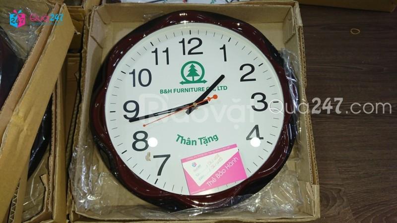 Đồng hồ treo tường in ấn logo theo yêu cầu