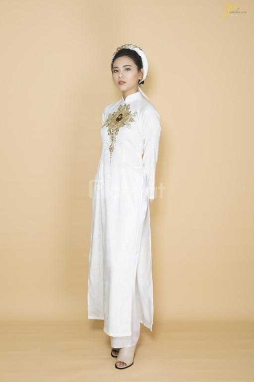 Áo dài trăng cô dâu truyền thống (ảnh 1)