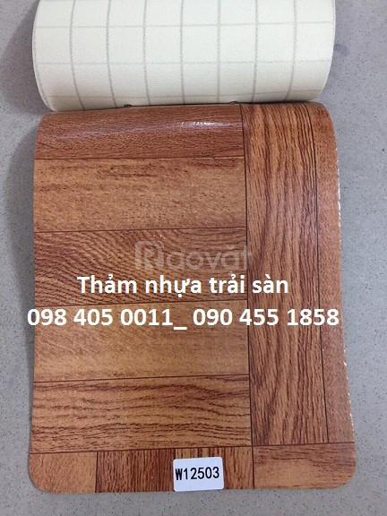 Thảm nhựa vân gỗ trải sàn phòng khách