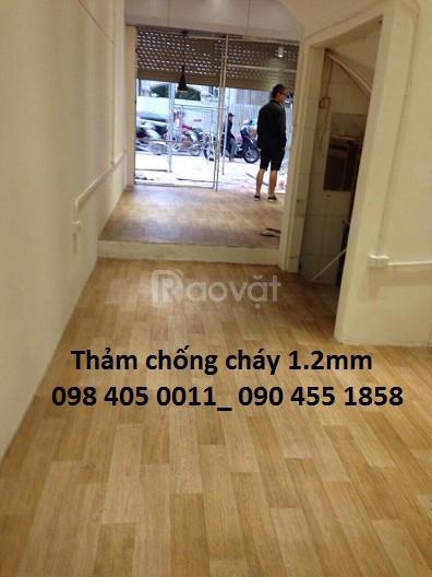 Nhựa trải sàn vân gỗ phòng khách khổ 2m giá rẻ