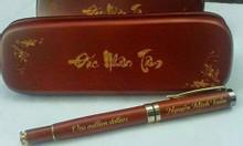 Combo hộp nâu đỏ và bút nâu nắp