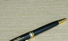 Bút kim loại ( mẫu 5 )