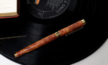 Bút gỗ huyết long nắp