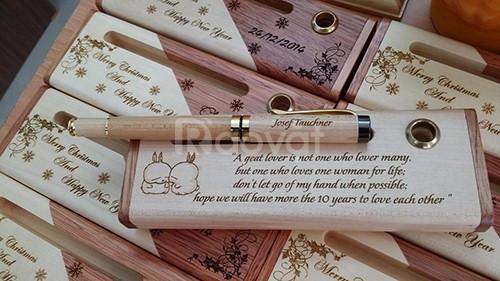 Combo hộp 2 màu và bút nắp trắng