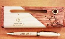 Combo hộp hai màu và bút xoay trắng