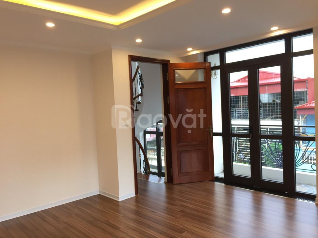 Cho thuê nhà Nguyên Hồng nhà hai mặt tiền diện tích 95mx 8 tầng