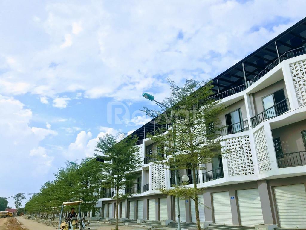 Bán  nhà liền kề cả nhà và đất giá 3 tỷ trước mặt là công viên