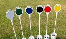 Lỗ golf khu vực green golf màu trắng