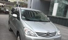 Bán gấp Toyota Innova 2011 số sàn màu bạc