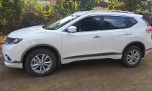 Bán gấp Nissan Xtrail 2017  đk 3/2018 màu trắng