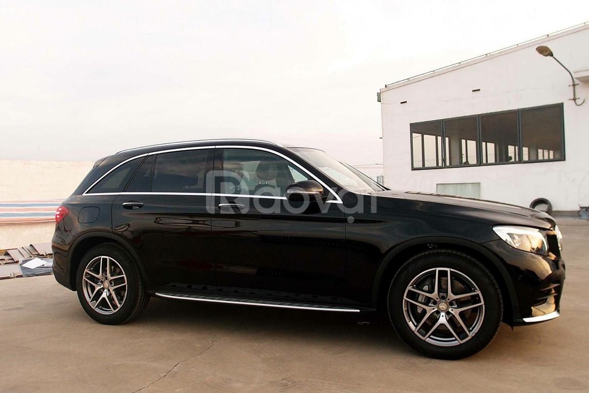 Bán xe Mercedes GLC300 chính hãng mới 100%