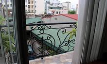 Cho thuê căn hộ dịch vụ tại Hàm Long, Hoàn Kiếm, 45m2, 1PN, ban công