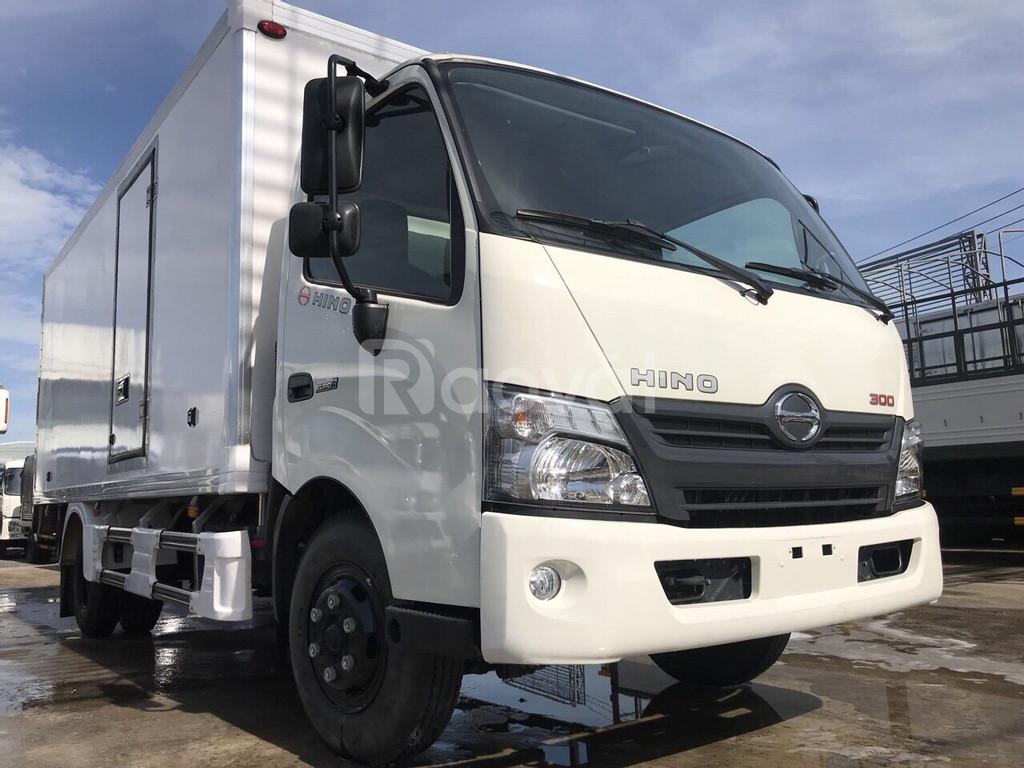 Xe tải Hino 3.49 tấn thùng bảo ôn