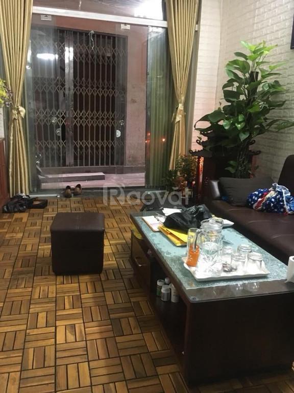 Cần bán nhà Trần Hữu Tước trước Tết,  30 m2 nhà 4 tầng, sổ đỏ, ngõ xe