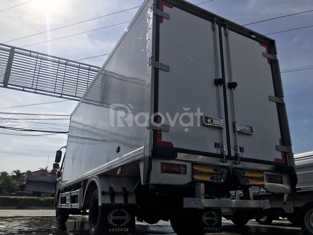 Xe hino 3t5 thùng bảo ôn đông lạnh