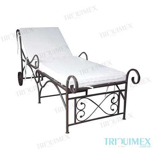 Giường tắm nắng sắt rèn nghệ thuật tại Triquimex (ảnh 1)